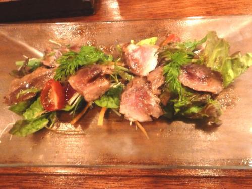 86マグロホホ肉の軽い炙り~和風サラダ仕立て