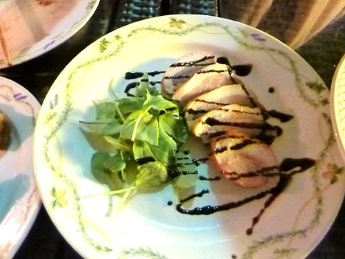 25リーフサラダと鴨の燻製バルサミコソース