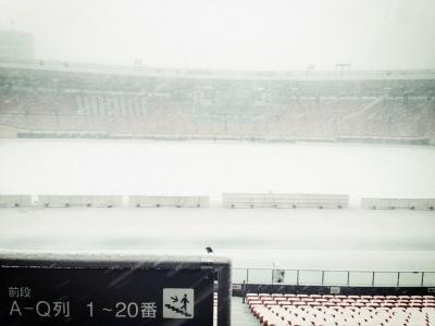 【画像】国立がまっしろw 高校サッカー決勝は雪で中止 19日に順延