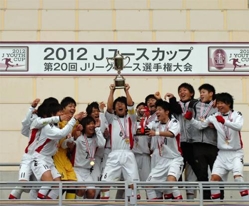 Jユース杯決勝 札幌がガンバを5-1で破り初タイトル獲得! 中原ハットトリック ガンバは内田退場が響く