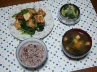 12/14 夕食 厚揚げと小松菜の桜えび炒め、ブロッコリーのマヨ玉焼き、豆腐とワカメの味噌汁、雑穀ごはん