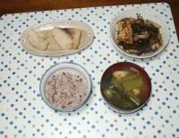 12/19 夕食 めかじきの塩麹漬け、大根の漬物、厚揚げと刻み昆布の煮物、小松菜と油揚げの味噌汁、雑穀ごはん