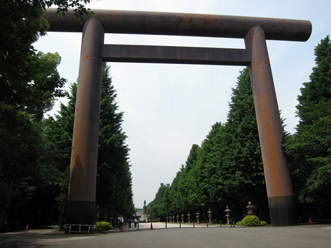 525靖国神社大鳥居と大村益次郎銅像