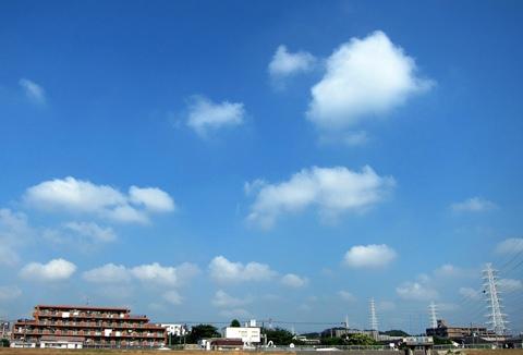 マンションの上の雲