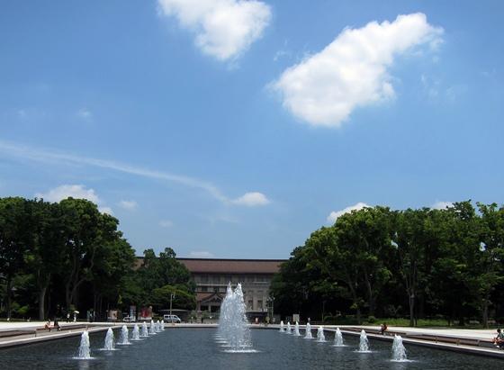 上野公園大噴水と空