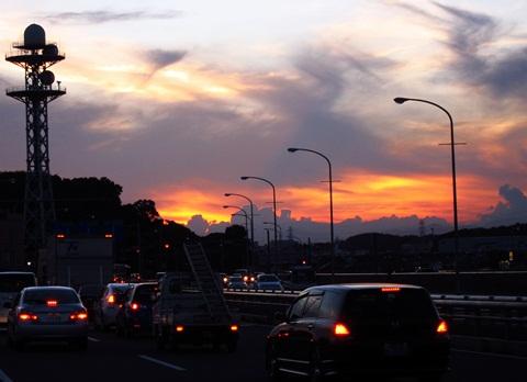 夕焼けの国道