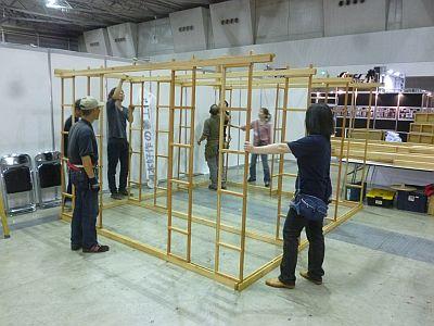 まず 小屋型棚を組立・・・