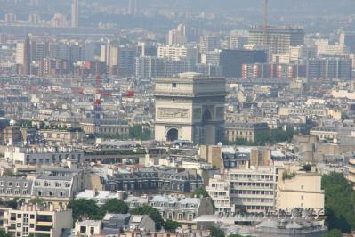 エッフェル塔から見た凱旋門