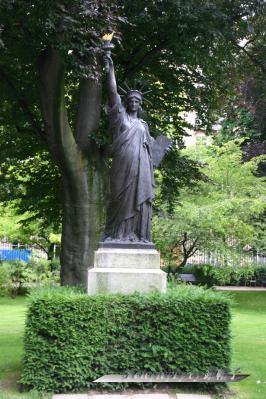 リュクサンブール公園の女神
