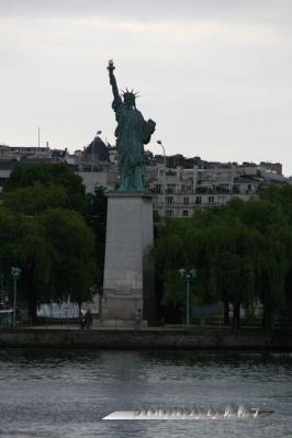 グルネル橋の自由の女神