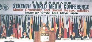 ↑左からマッカーサー2世・元米駐日大使、岸信介・元首相、朴普煕博士(ワシントンタイムズ会長)