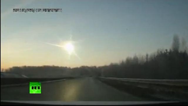 大気圏に突入して光っている隕石