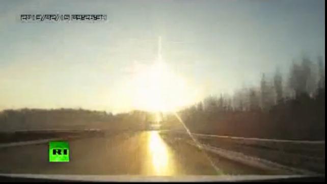 上空で隕石が爆発