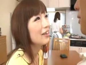 カワイイ妹がお姉ちゃんの旦那を誘惑..買い物へ出掛けてる間に激しい生エッチ! アダルト動画