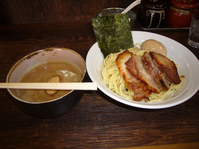 H24.10.24伝家チャーシュー、煮たまごつけ麺中盛り