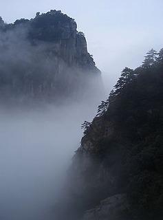 s-Mount_Lushan_-_fog.jpg