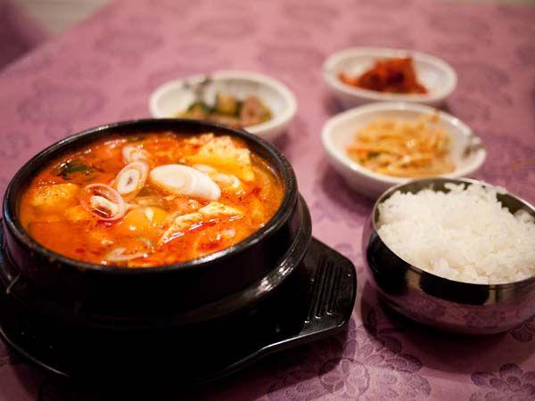 宮苑 (クンウォン) スンドゥブ定食