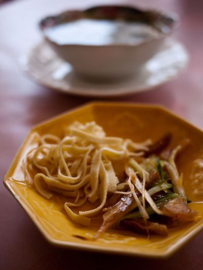 中国家庭料理 紅楼 ランチの小鉢とスープ