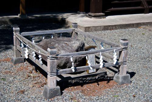 富士宮 富知神社 鉾立石