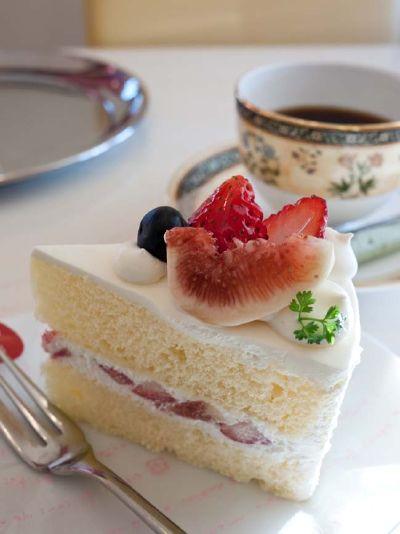 カフェ プラド 完熟いちごといちじくのショートケーキ