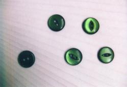 緑色のボタン