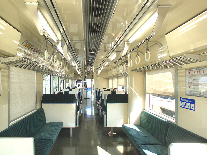 Hisatsu-Orange_railway_HSOR-114_interior_1.jpg