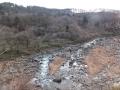 冬枯れの山と川