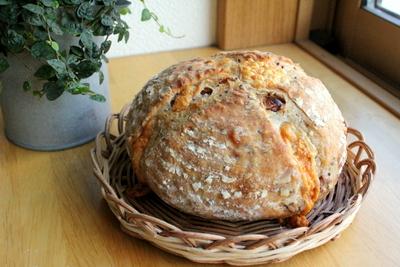 12.08.11パン・オ・ルヴァン(蒜山チーズ)大きいの