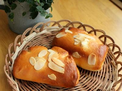12.08.14桃のクリームパン