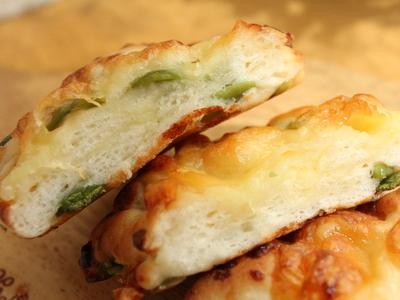12.08.15枝豆チーズの米粉パン_クラム