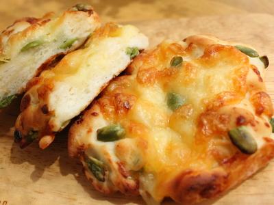 12.08.15枝豆チーズの米粉パン
