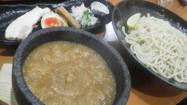 つけ麺690円(濃厚魚介トリプルスープ中太麺300グラム)