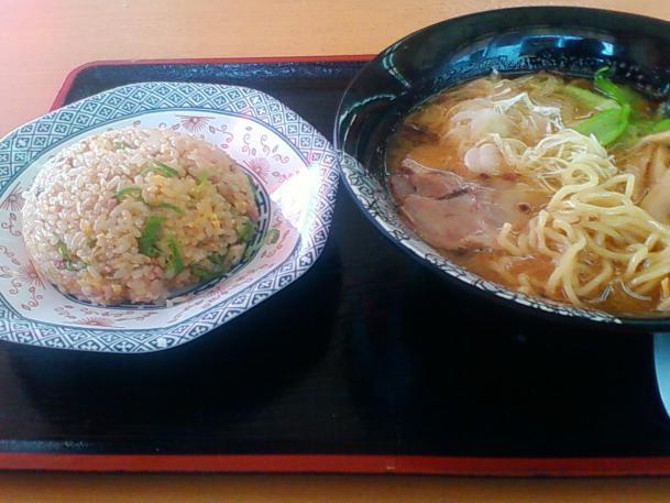 生姜ラーメン+半チャーハンセット800円