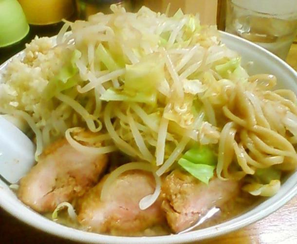 ラーメン普通(250g、野菜マシ)650円