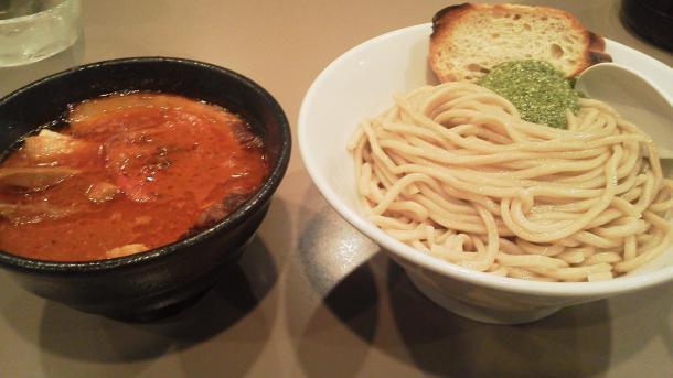 海老トマトつけ麺肉入り1050円