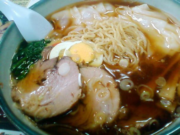 特製チャーシュー麺(豚)750円+ワンタン100円