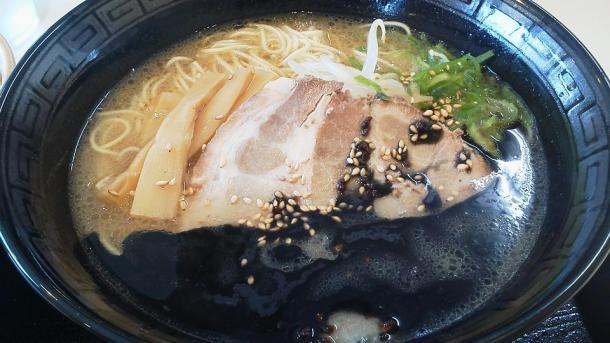 黒ラーメン300円