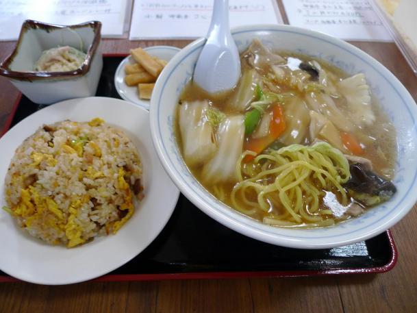 五目うまにラーメン+半チャーハンセット1030円