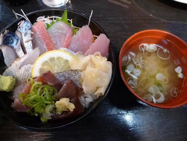 地魚丼1260円