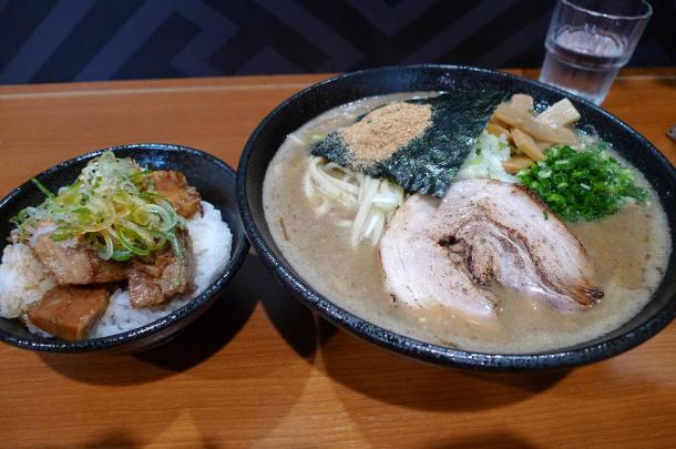 真空ラーメン+小丼セット900円