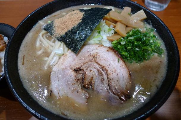 真空ラーメン+小丼セット900円2