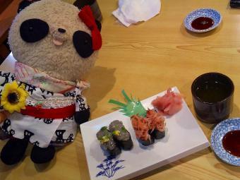 ばぶちゃん 生しらす&生さくらえび寿司を堪能