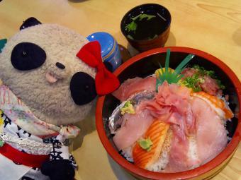 ばぶちゃん漁師丼を食べるIN沼津港