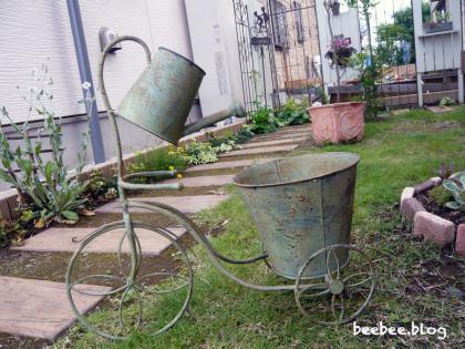 ジョーロ型の鉢