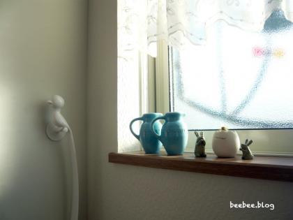 玄関の窓辺