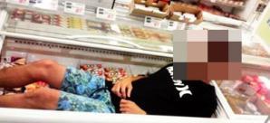 スーパー「カスミ」 冷蔵ケースに入る