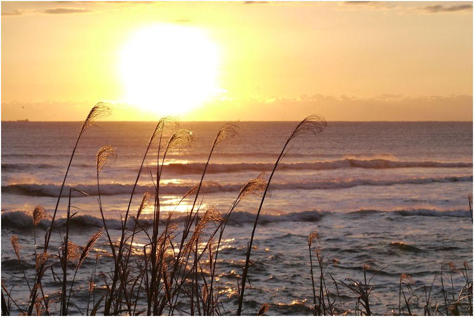 朝焼けの冬海