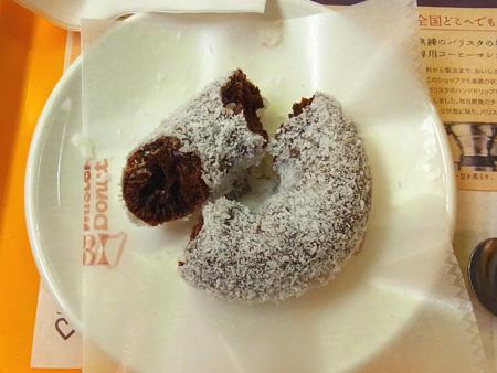 ミスドでココナツチョコレートドーナツとカフェオレ
