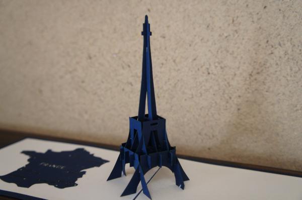 紙のエッフェル塔