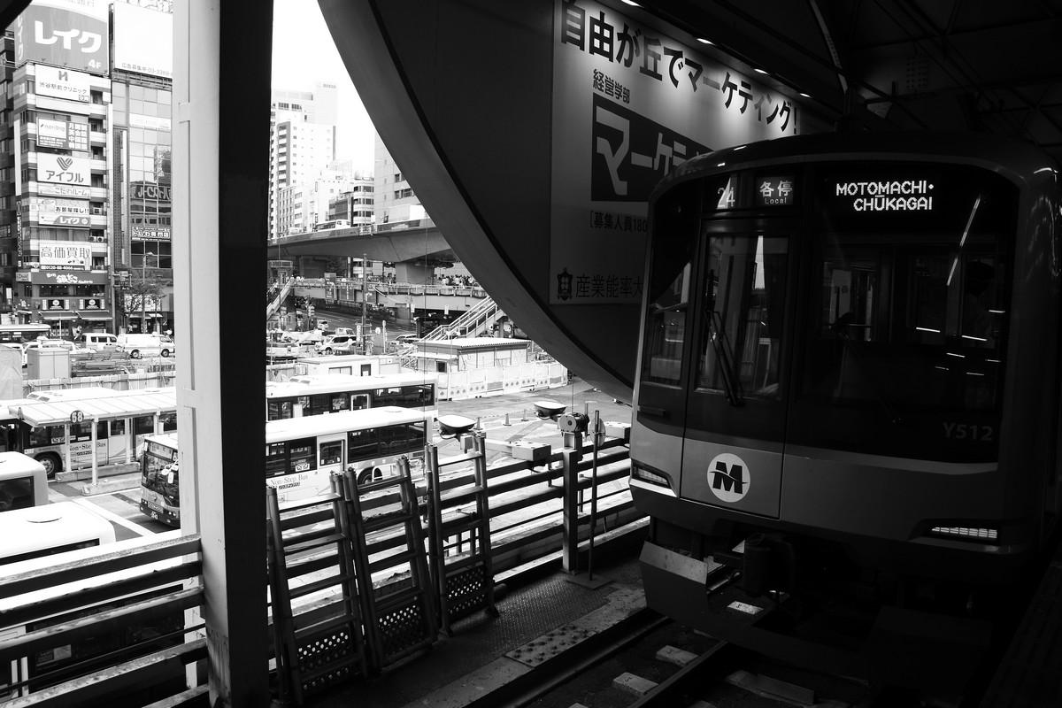 地上の渋谷駅にて